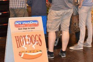 こういう場所で食べるホットドッグは何故か凄く美味しいんですよね!
