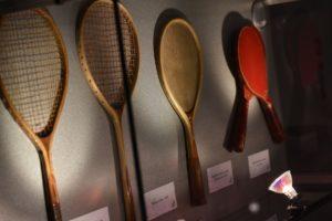 これまでの卓球ラケットの歴史も分かる展示がありました!凄い形ですよね