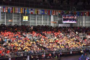 赤と黄色のパネルでドイツ選手を応援する地元の皆さん!!